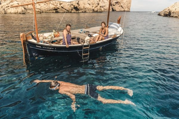 Sail a boat to San Miguel in Ibiza
